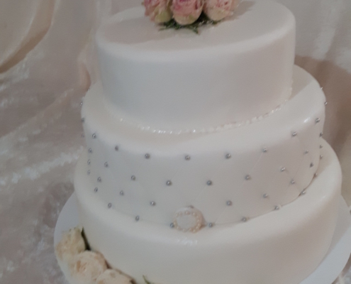 klassische Hochzeitstorte
