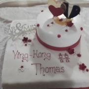 Hochzeitstorte mit Zuckeraufsatz