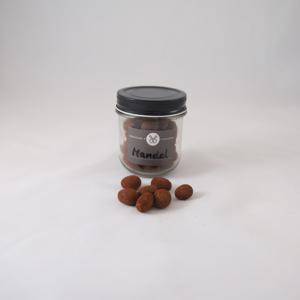 Karamellisierte Mandel in Karamellschokolade mit Kakaomantel